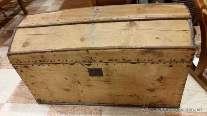 BAÚL DE MADERA MUY ANTIGUO (Antigüedades - Muebles Antiguos - Baúles Antiguos)