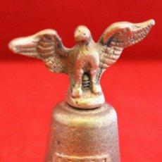 Antigüedades: PEQUEÑA CAMPANA LLAMADOR DE MANO EN BRONCE AGUILA Y ESCUDO CATALUÑA. Lote 54863881