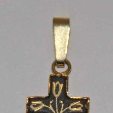 Antigüedades: MR093 CRUCIFIJO DAMASQUINADO. METAL DORADO Y ORO DE TOLEDO. ESPAÑA. AÑOS 60. Lote 54873233