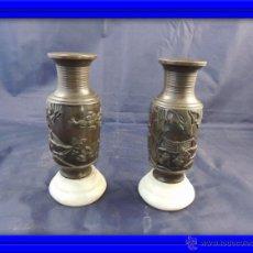 Antigüedades: PAREJA DE COPAS DE BRONCE CHINAS SOBRE BASE DE MARMOL. Lote 54882975