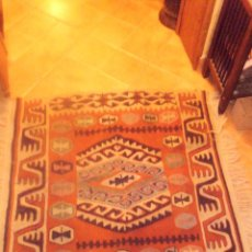 Antigüedades: PRECIOSA ALFOMBRA DE PURA LANA ARTESANAL .. Lote 54885371