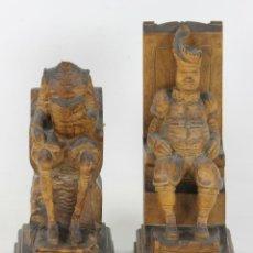 Antigüedades: PAREJA DE APOYA LIBROS EN MADERA. DON QUIJOTE Y SANCHO PANZA. SIGLO XX. . Lote 54894177
