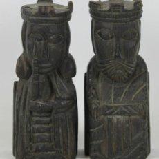 Antigüedades: PAREJA DE APOYA LIBROS EN MADERA TALLADA. ISABEL LA CATOLICA Y FERNANDO DE ARAGON. SIGLO XX. . Lote 54894769
