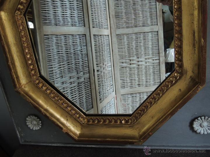 Antigüedades: ESPEJO OCTOGONAL ANTIGUO DE MADERA DORADA SOBRE MADERA EN DECAPE - Foto 5 - 54927190