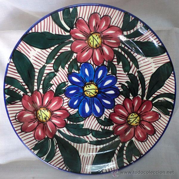 PLATO DE CERÁMICA DECORADO CON FLORES (Antigüedades - Porcelanas y Cerámicas - Otras)