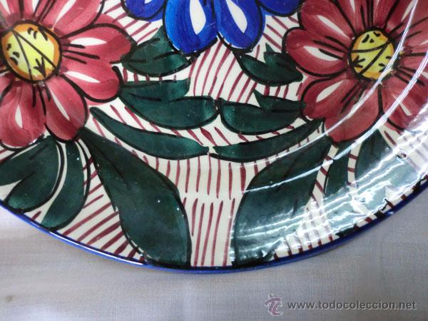 Antigüedades: PLATO DE CERÁMICA DECORADO CON FLORES - Foto 4 - 54980302