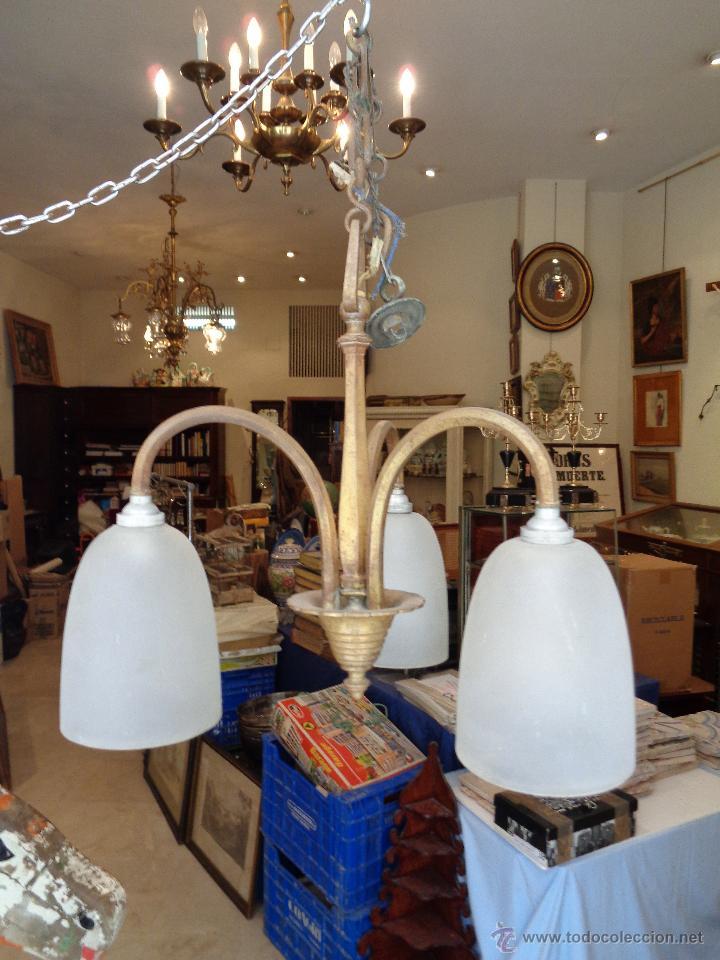 LAMPARA DE TRES GLOBOS EN BRONCE (Antigüedades - Iluminación - Lámparas Antiguas)
