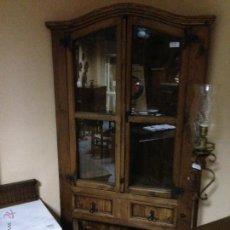 Antigüedades: ANTIGUA VITRINA RINCONERA MADERA MACIZA. Lote 39651592
