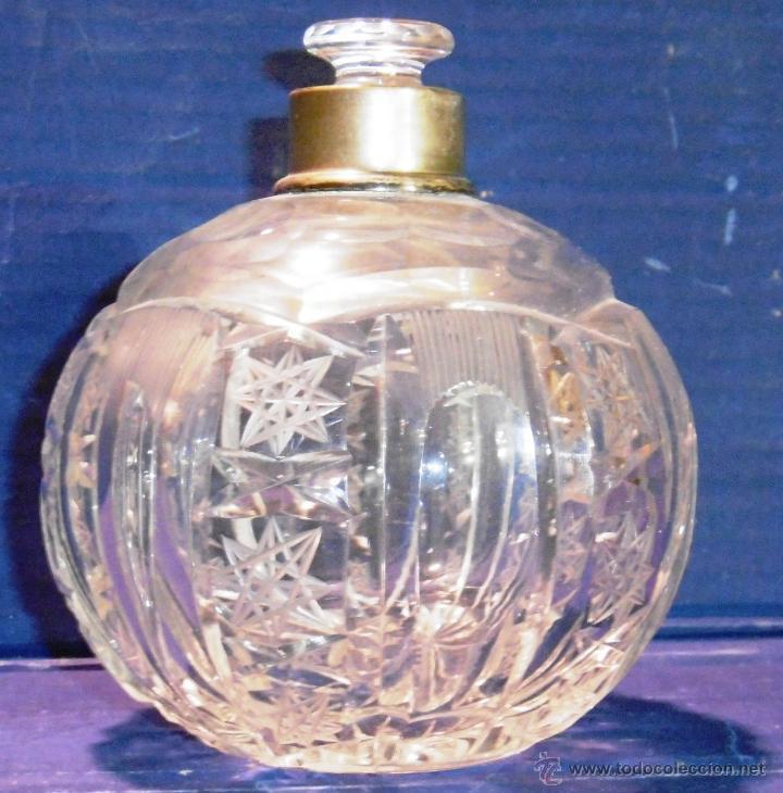 BOTELLA PERFUMERO O FRASCO DE CRISTAL TALLADO Y PLATA (Antigüedades - Cristal y Vidrio - Catalán)