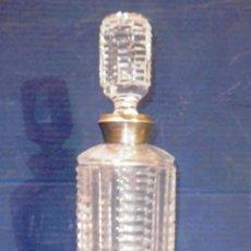 Antigüedades: SENSACIONAL BOTELLA DE LICOR EN CRISTAL TALLADO Y PLATA. Lote 54989435