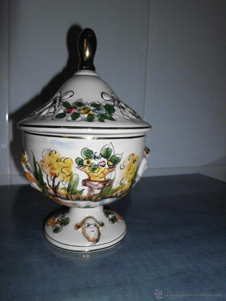 Antigüedades: Antigua bombonera de cerámica con dibujos en relieve pintado a mano - Foto 4 - 55008280