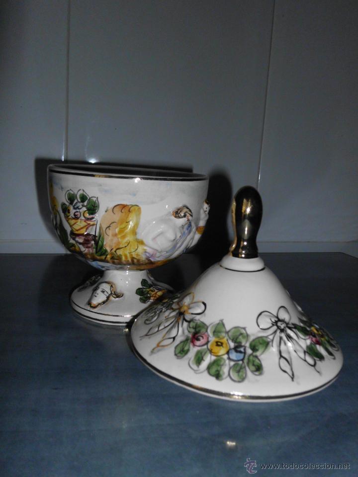 Antigüedades: Antigua bombonera de cerámica con dibujos en relieve pintado a mano - Foto 3 - 55008280