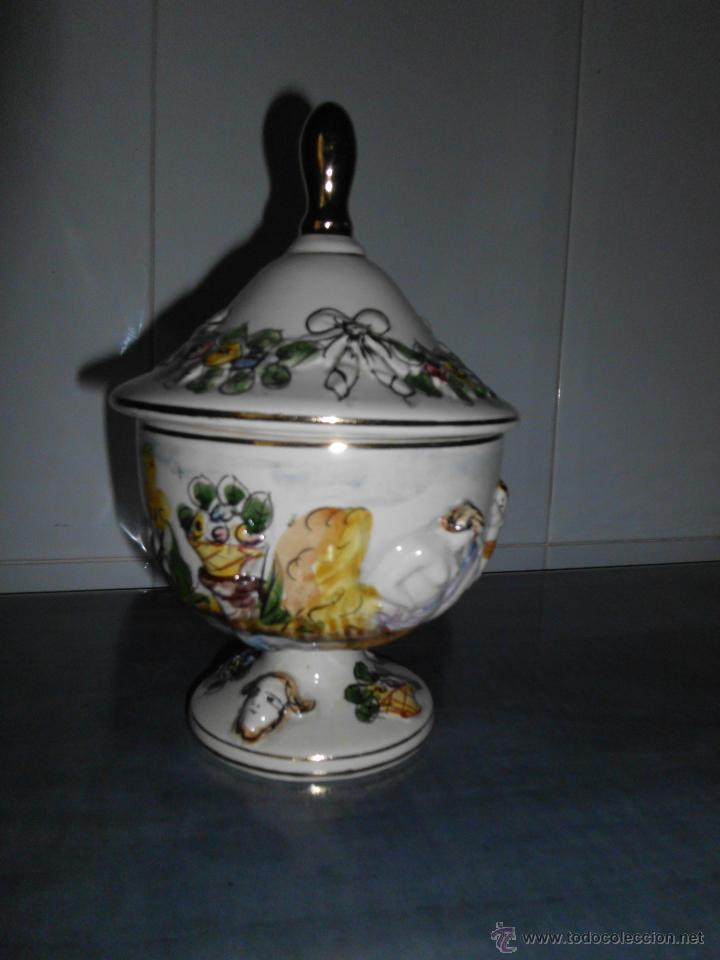 Antigüedades: Antigua bombonera de cerámica con dibujos en relieve pintado a mano - Foto 5 - 55008280