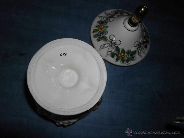 Antigüedades: Antigua bombonera de cerámica con dibujos en relieve pintado a mano - Foto 8 - 55008280