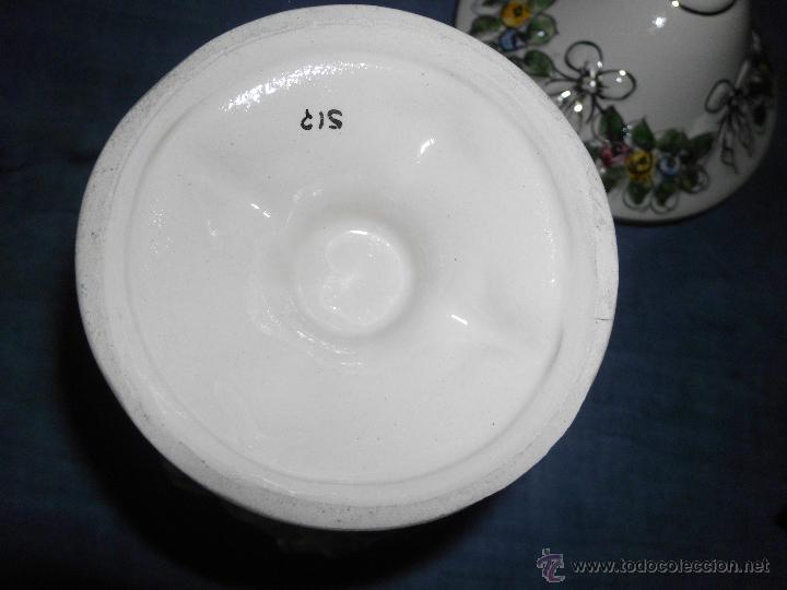 Antigüedades: Antigua bombonera de cerámica con dibujos en relieve pintado a mano - Foto 9 - 55008280