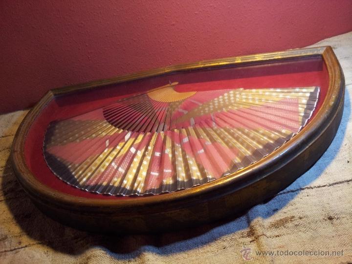 Antigüedades: gran abanico art deco en madera y papel decorado, con vitrina abaniquera policromada - Foto 5 - 55012411