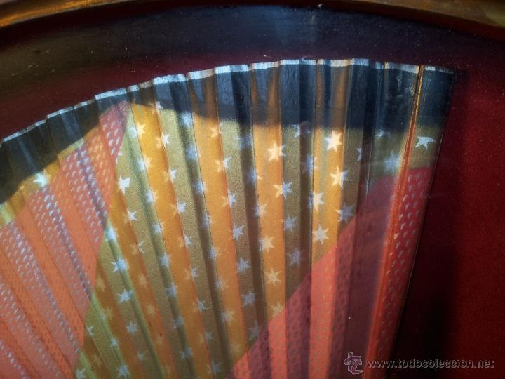 Antigüedades: gran abanico art deco en madera y papel decorado, con vitrina abaniquera policromada - Foto 10 - 55012411
