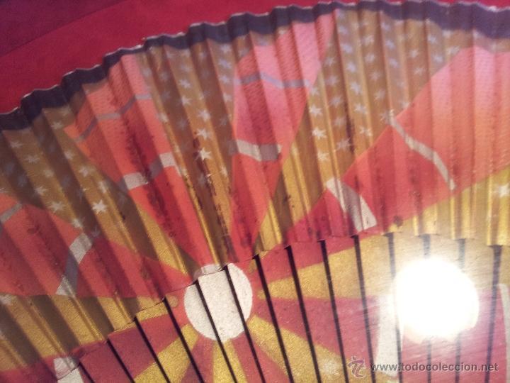 Antigüedades: gran abanico art deco en madera y papel decorado, con vitrina abaniquera policromada - Foto 20 - 55012411