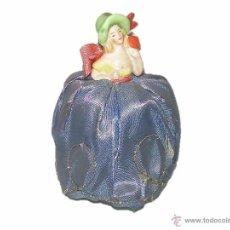 Antigüedades: ANTIGUA Y PRECIOSA BOMBONERA DE PORCELANA, TELA Y CARTON....AÑOS 20. Lote 41039260