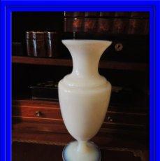 Antigüedades: JARRON DE OPALINA BLANCA. Lote 55019844