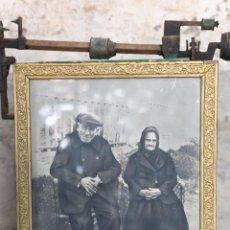 Antigüedades: ANTIGUO MARCO DE MADERA, CON FOTOGRAFÍA ANTIGUA SIGLO XIX. Lote 55026824