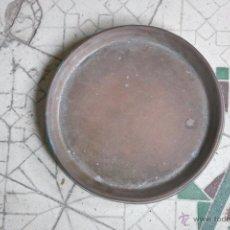 Antigüedades: ANTIGUA BANDEJA CENICERO DE BRONCE O COBRE. DIÁMETRO 20 CM. Lote 55027664