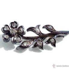 Antigüedades: PRECIOSO BRONCHE DE PLATA CON BRILLANTES Y AGUJA DE ORO 4,2 CM DE LARGO. Lote 55045356