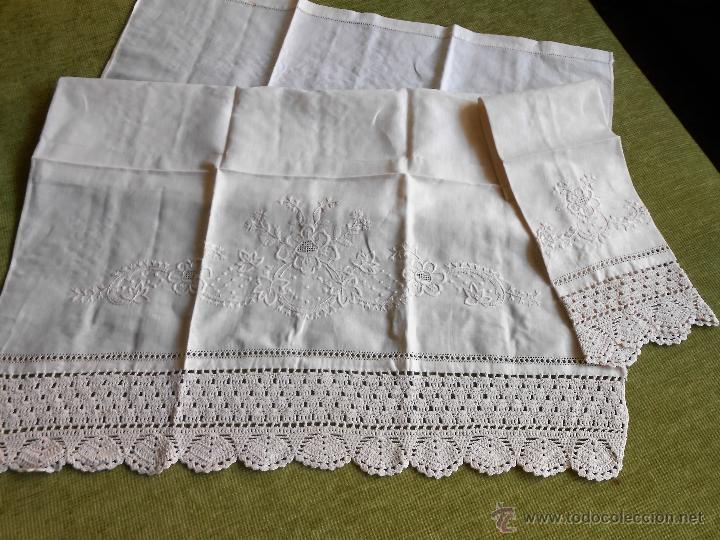 Antigüedades: Años 80 Precioso juego toallas antiquas de lino.Bordado y ganchillo a mano.Beige.2 piezas. nuevas - Foto 2 - 224937818