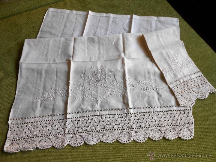 Antigüedades: Años 80 Precioso juego toallas antiquas de lino.Bordado y ganchillo a mano.Beige.2 piezas. nuevas - Foto 3 - 224937818