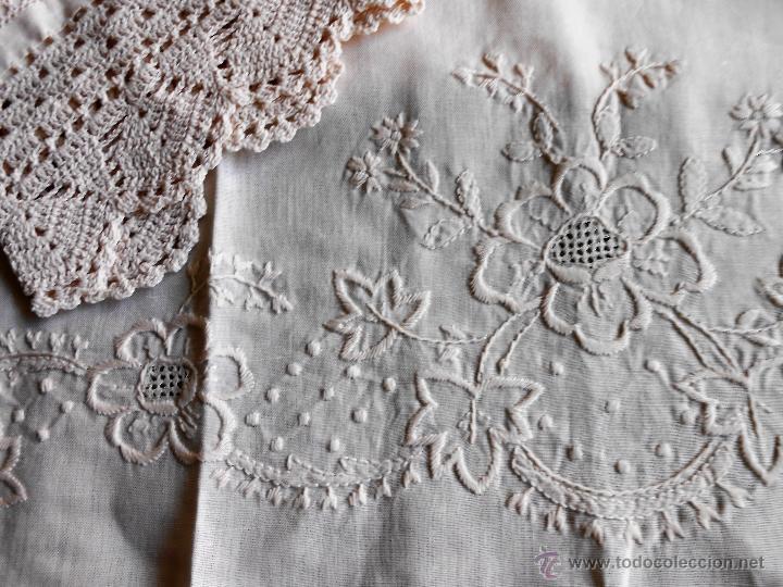 Antigüedades: Años 80 Precioso juego toallas antiquas de lino.Bordado y ganchillo a mano.Beige.2 piezas. nuevas - Foto 4 - 224937818