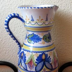 Antigüedades: GRAN JARRÓN DE TALAVERA CON DECORACIÓN GRECAS, FLORES Y GUIRNALDAS.FIRMADO. Lote 55067353