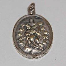 Antigüedades: MR096 MEDALLA DE LA PIEDAD CON PORTAFOTOS. PLATA. FIRMA ILEGIBLE. FRANCIA. PRINC. S. XX. Lote 55067379