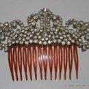 Antigüedades: JOY756 PEINETA ART DECÓ. IMITACIÓN DE CAREY, METAL Y CRISTAL. ESPAÑA. AÑOS 30. Lote 127683343