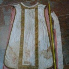 Antigüedades: CASULLA BLANCA CON SU MANÍPOLO Y ESTOLA, FINALES S. XIX. Lote 55069033