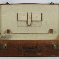 Antigüedades: MALETA DE VIAJE EN CUERO. CIERRES METALICOS. ASA EN CUERO. CIRCA 1930. . Lote 55094547