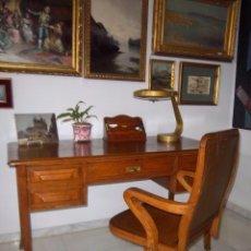 Antigüedades: MESA DE DESPACHO Y SILLON GIRATORIO EN ROBLE AMERICANO.. Lote 55114866