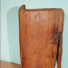 Antigüedades: JARRA DE MADERA ANTIGUA TALLADA ZAPICA ARTE PASTORIL . Lote 55235898