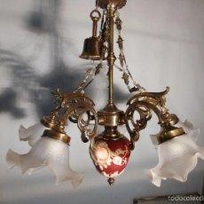 Antigüedades: LAMPARA DE PORCELANA ROJA CON BRONCE Y TULIPAS. Lote 55242682
