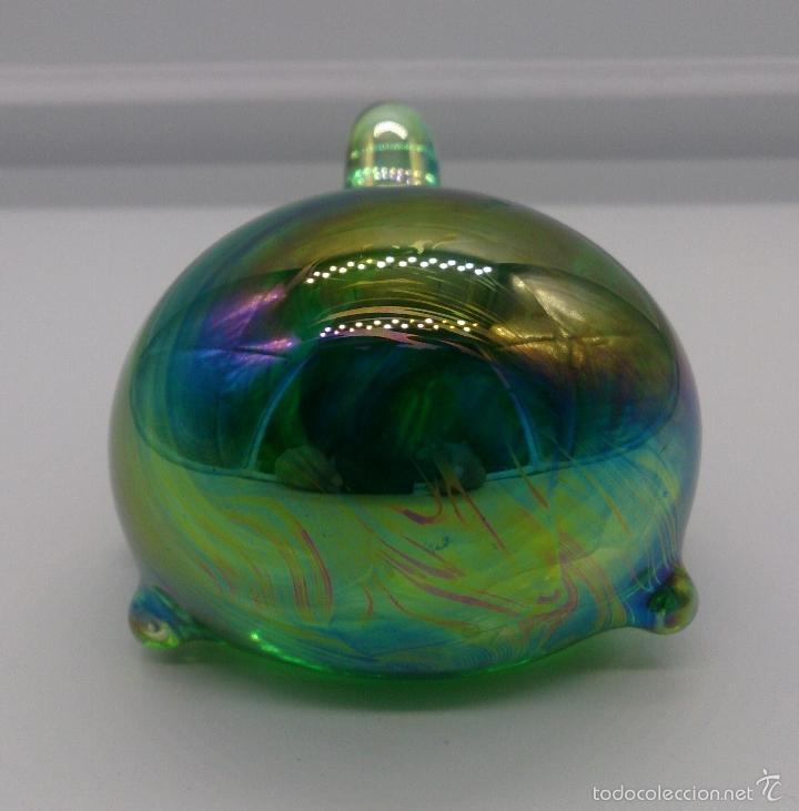 Antigüedades: Original pisapapeles en cristal iridiscente en forma de tortuga estilo pop art, firmado en la base . - Foto 5 - 55302408