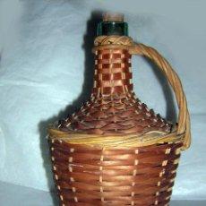 Antigüedades: GARRAFON ANTIGUO FORRADO DE MIMBRE PEQUEÑO. Lote 55341645