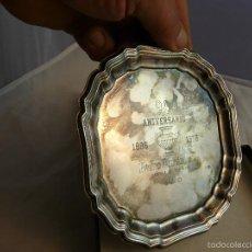 Antigüedades: PLATO 90 ANIVERSARIO PLATERIA PEDRO DURAN MADRID, 1886-1976 / EN SU ESTUCHE ORIGINAL. Lote 55356911