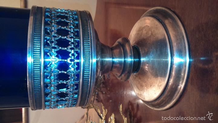 Antigüedades: GRAN VASO PORTAVELA.CRISTAL AZUL CON PIE DE ALPACA PLATEADA - Foto 3 - 55361096