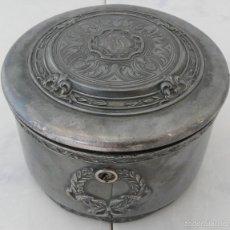 Antigüedades: JOYERO REDONDO SIGLO XIX , WALLACE BROS. SILVER CO., 1879-1880. Lote 55379782