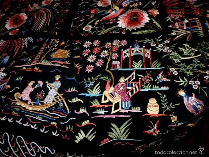 Antigüedades: EXCEPCIONAL MANTON DE MANILA, FILIPINAS, BORDADO CON FLORES, CHINOS Y PAJAROS, MIDE 155 X 155 CMS. - Foto 6 - 222083846