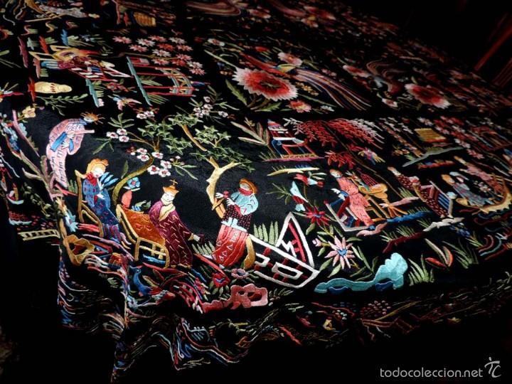 Antigüedades: EXCEPCIONAL MANTON DE MANILA, FILIPINAS, BORDADO CON FLORES, CHINOS Y PAJAROS, MIDE 155 X 155 CMS. - Foto 7 - 222083846
