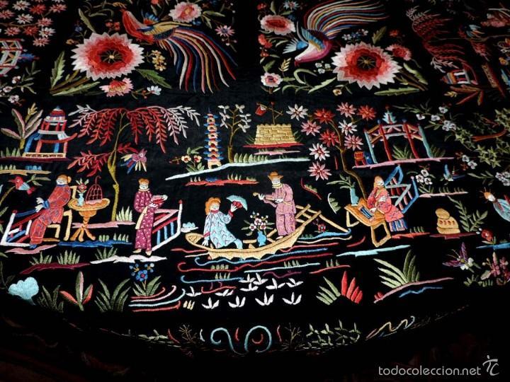 Antigüedades: EXCEPCIONAL MANTON DE MANILA, FILIPINAS, BORDADO CON FLORES, CHINOS Y PAJAROS, MIDE 155 X 155 CMS. - Foto 9 - 222083846