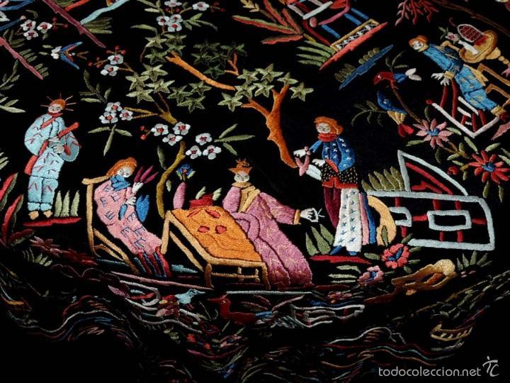 Antigüedades: EXCEPCIONAL MANTON DE MANILA, FILIPINAS, BORDADO CON FLORES, CHINOS Y PAJAROS, MIDE 155 X 155 CMS. - Foto 13 - 222083846