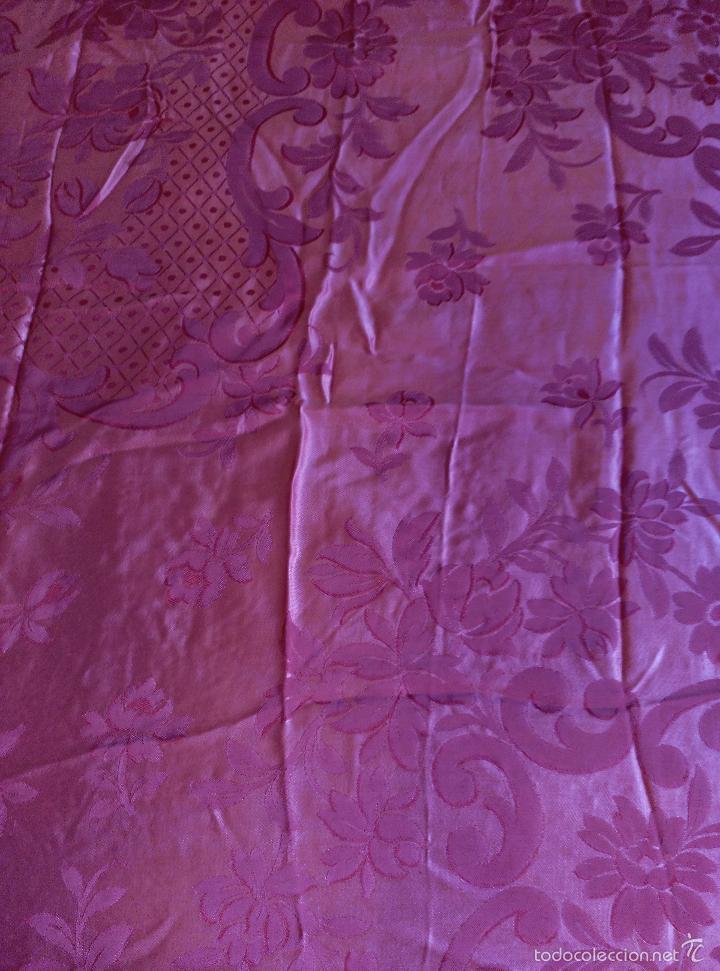 Antigüedades: Colcha antigua raso damasco rosa fresa - Foto 2 - 55365220