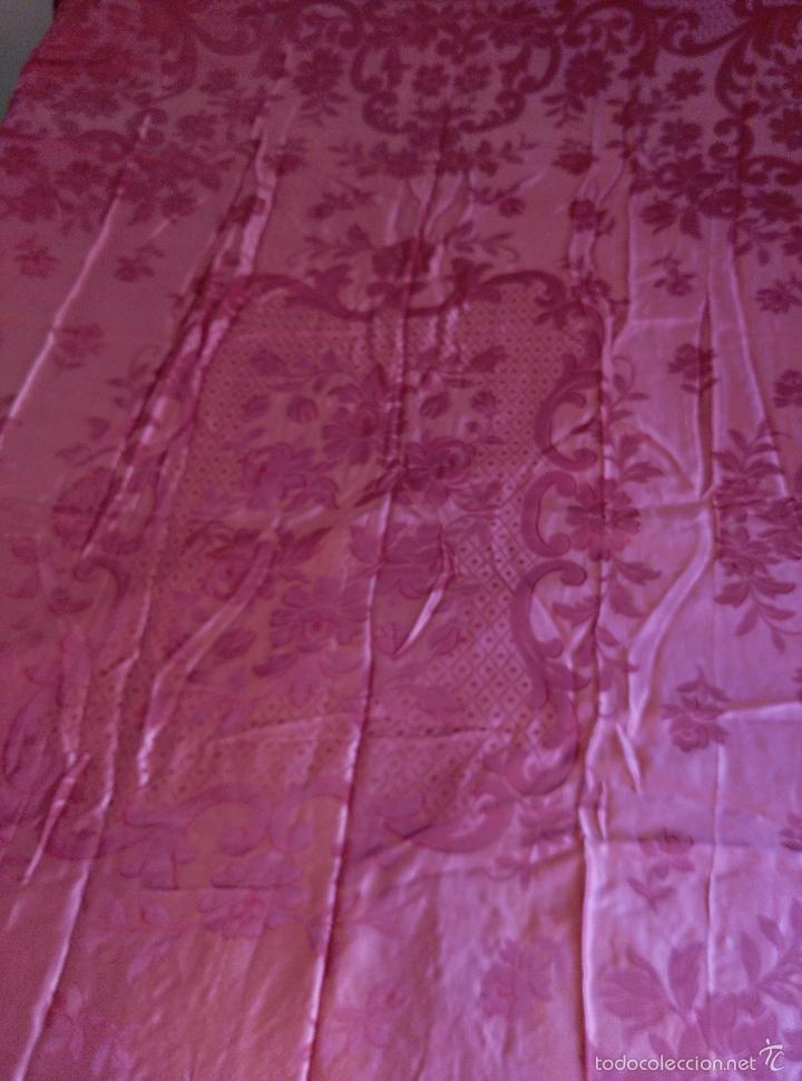 Antigüedades: Colcha antigua raso damasco rosa fresa - Foto 3 - 55365220