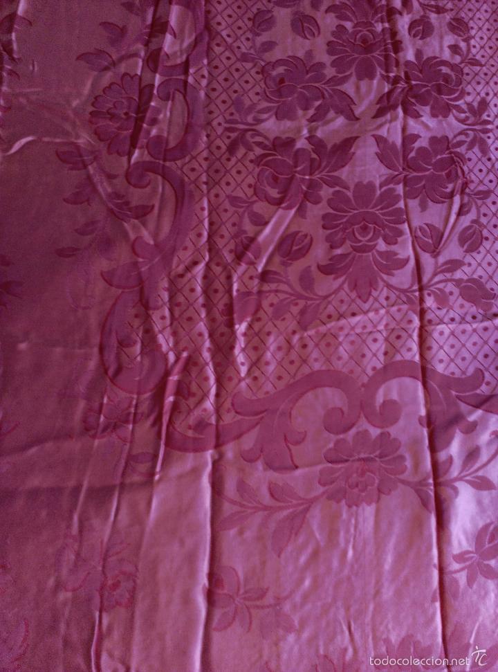 Antigüedades: Colcha antigua raso damasco rosa fresa - Foto 4 - 55365220